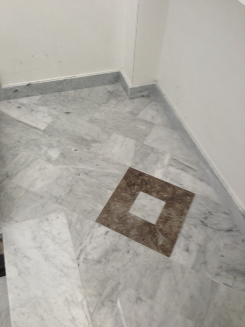 Pavimento in Marmo Carrara con rombo in Billiemi